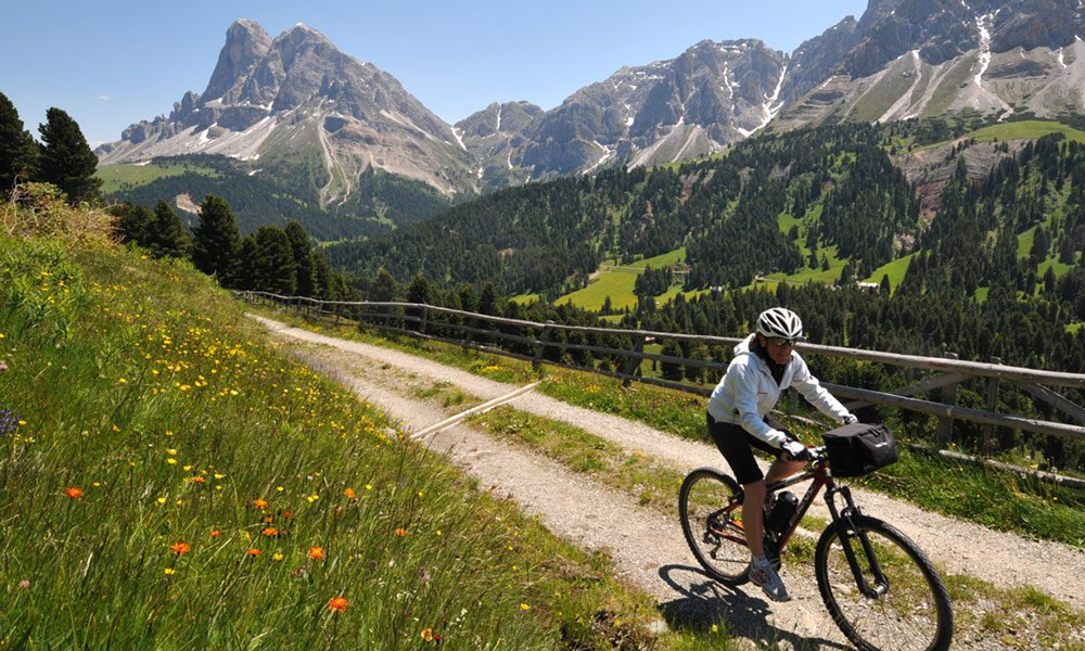Get to the high plateau by bike