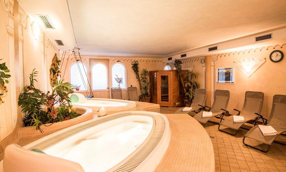 Il vostro Hotel Wellness in Valle Isarco all'entrata della Val Pusteria: Un'oasi di relax che vi aspetta!